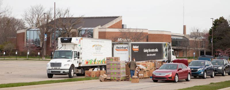 Cars lining up for Forgotten Harvest mobile pick-up